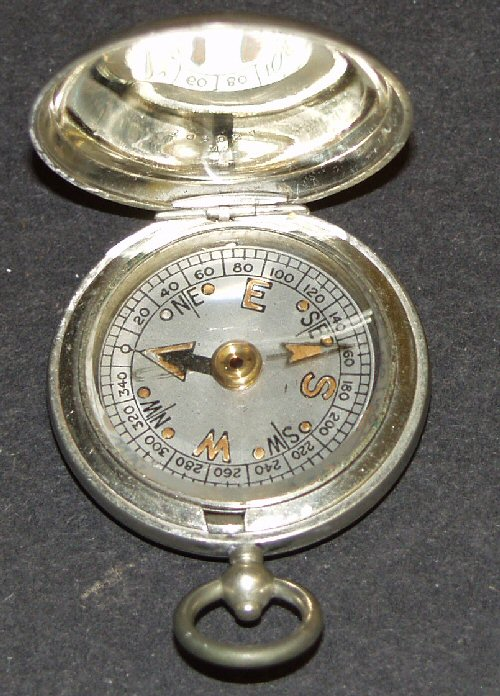 Closed face pocket compass